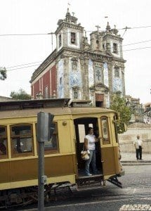 El tranvía, medio de transporte aún muy utilizado en Oporto