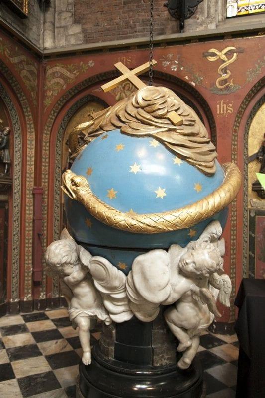 Pila bautismal de Carlos V en la catedral de San Bavón