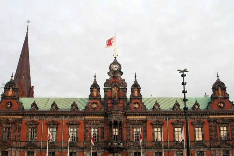 La fachada del ayuntamiento se redecoró según el estilo renacentista