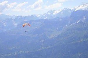 Vuelo en parapente sobre los Alpes