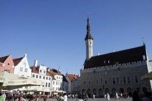 Plaza de Raekoja, con su Ayuntamiento gótico