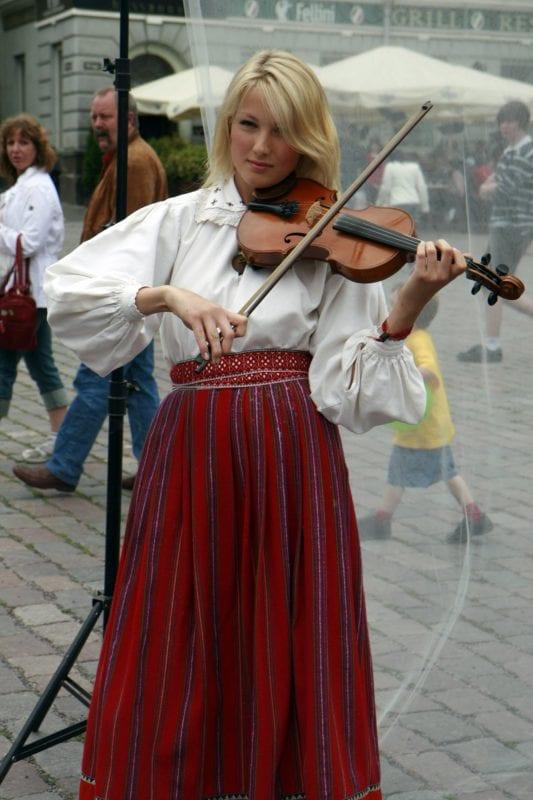 En las calles de Tallinn siempre hay actuaciones