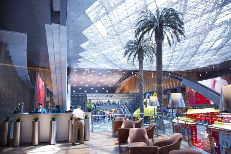Vista de la sala central del aeropuerto de Qatar