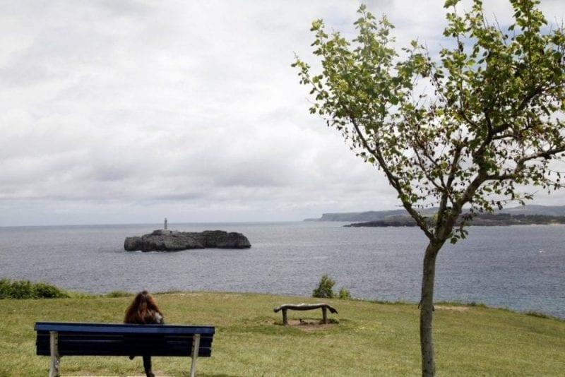 Sentarse a contemplar en mar en la Magdalena es un placer