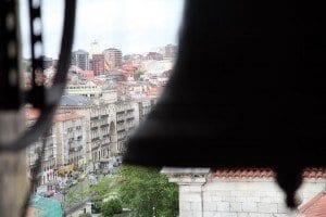Vistas de Santander desde el campanario de la catedral con el arco de la Fundación Botín a la izquierda