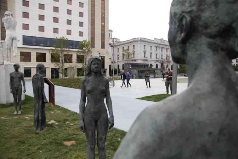 Escultura en memoria del incendio de Santander