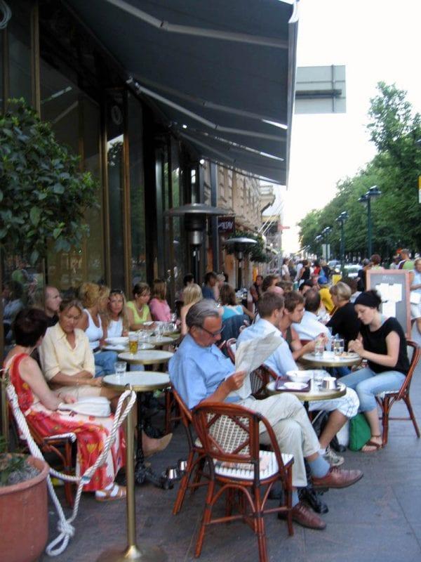 En primavera y verano Helsinki se llena de terrazas