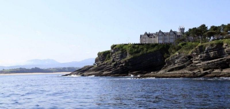 El palacio se ubica en una península