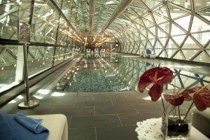 """La piscina es la """"joya"""" del aeropuerto de Doha"""