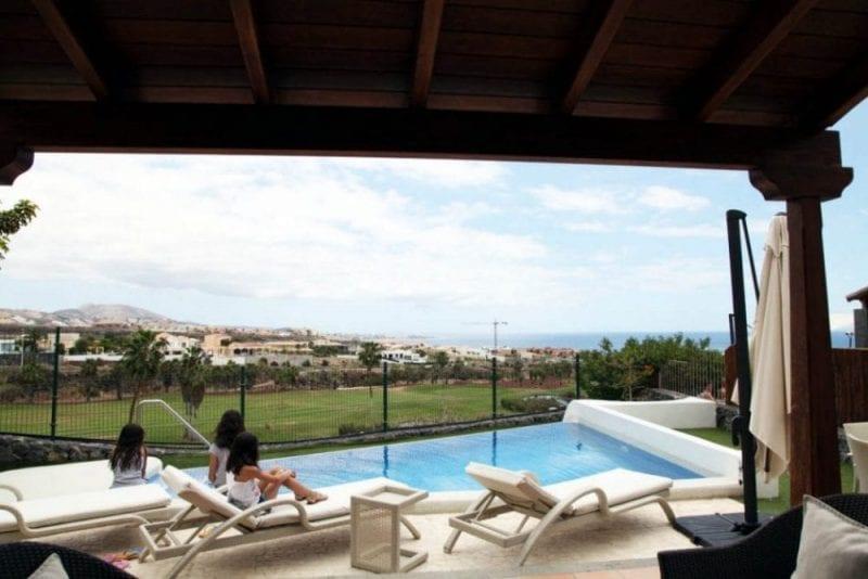 Las vilas tienen piscina privada o jacuzzi