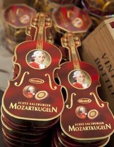 En Salzburgo se pueden comprar muchos recuerdos con Mozart como protagonista