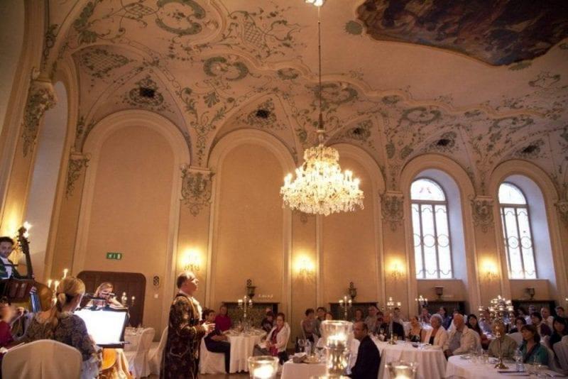 Imagen de la cena concierto en el Stiftskeller St. Peter