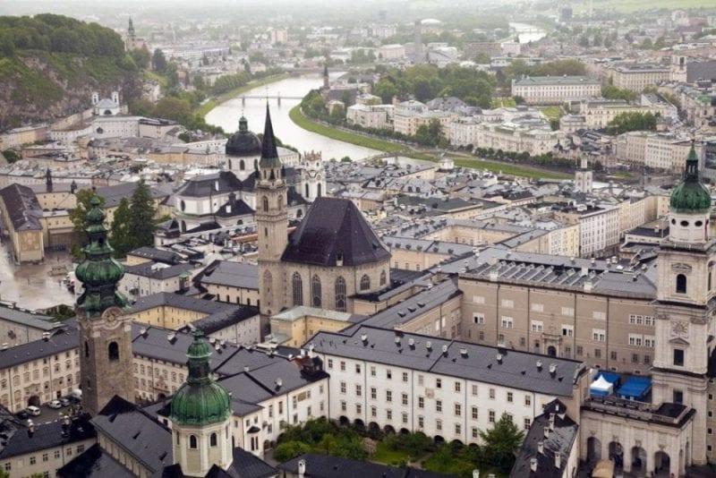 El río Salzach parte Salzburgo en dos
