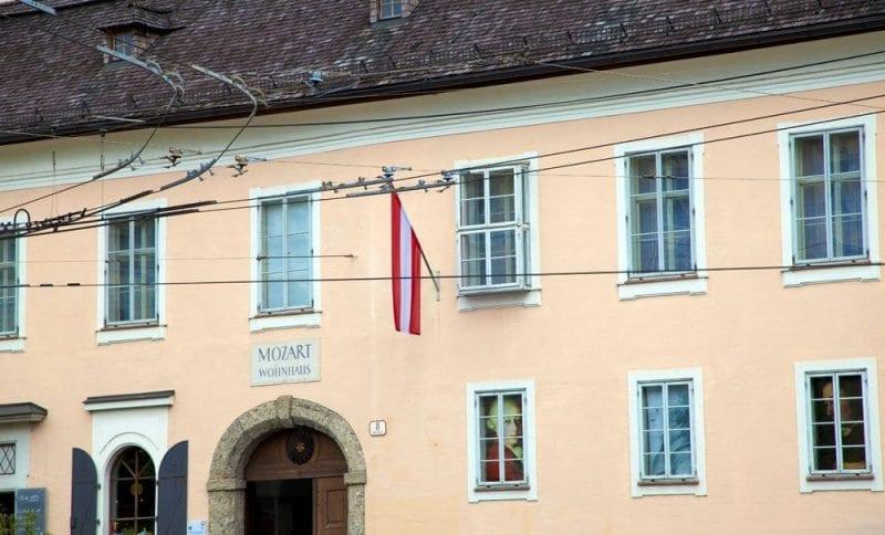 La segunda casa Mozart está frente al teatro de la provincia