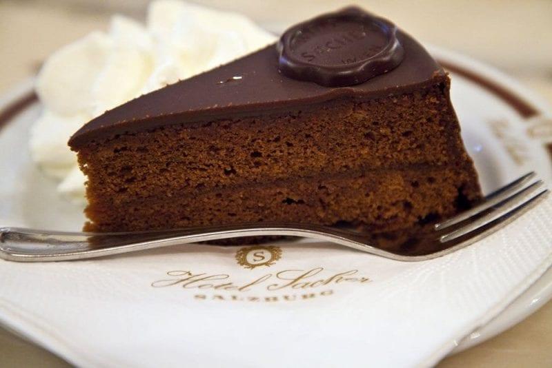 La tarta sacher es un clásico en la repostería austriaca