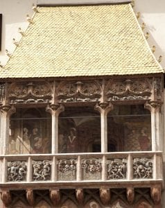 Detalle de las pinturas del balcón dorado