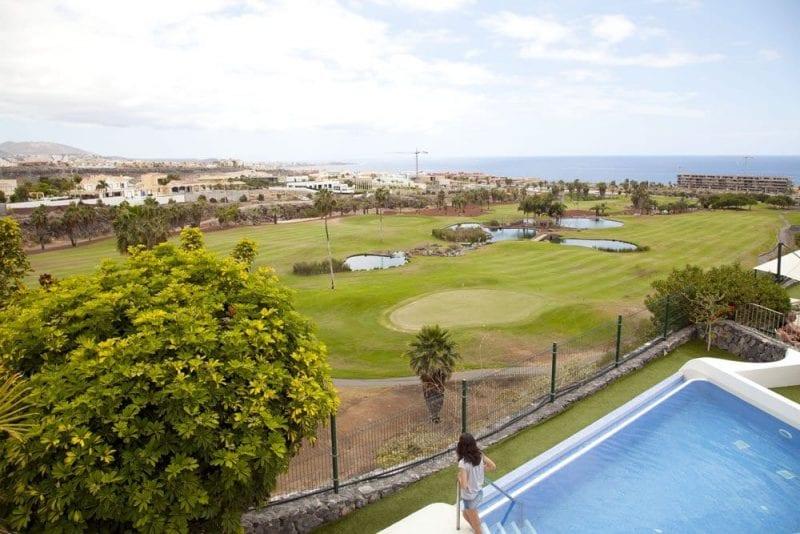 El acceso al campo de 18 hoyos es directo desde el hotel