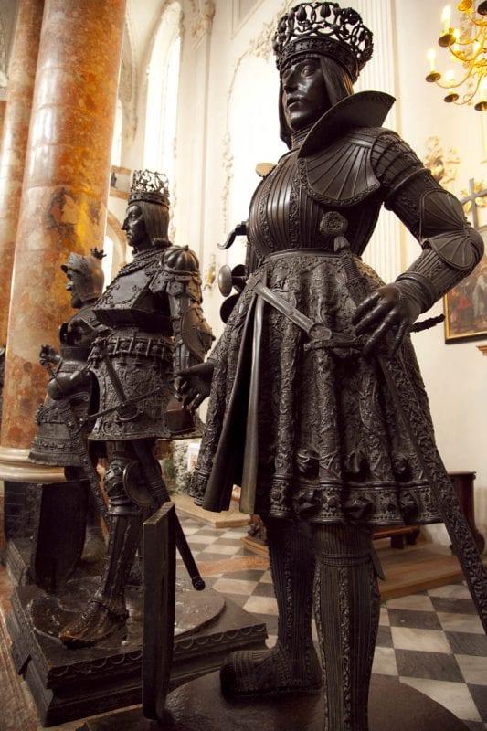 Escultiura de Felipe el Hermoso en la iglesia de la Corte