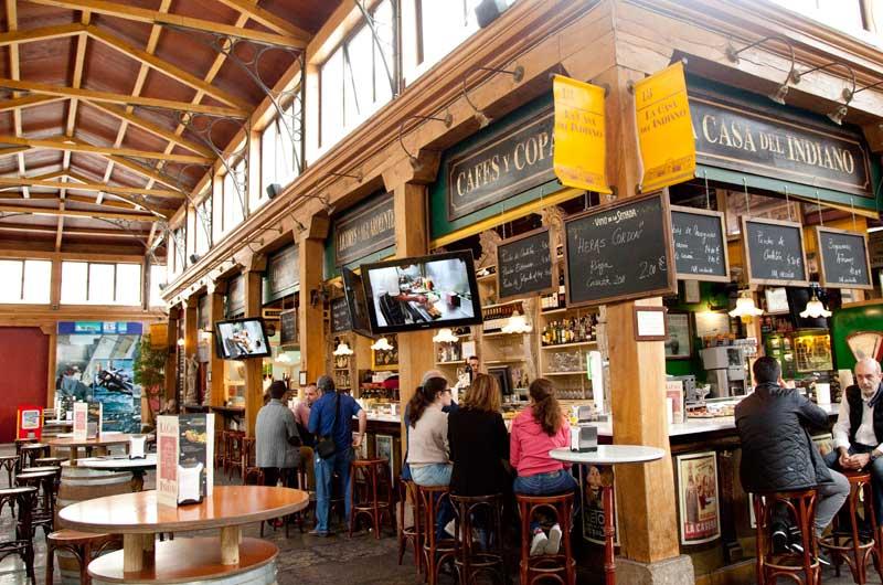 En el Mercado del Este hay restaurantes, tiendas y una oficina de turismo de Cantabria