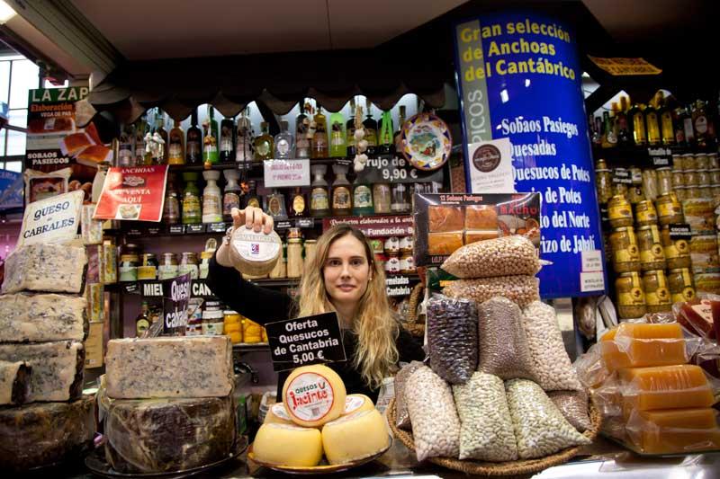 Puesto de productos de Cantabria en el mercado de la Esperanza