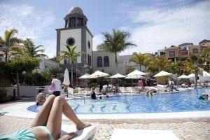 Tarde de sol en la piscina del Villa María