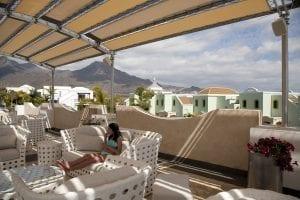 Terraza del Hotel desde donde se ve la isla de la Gomera
