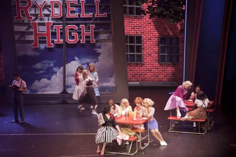 Grease, un musical de éxito en Broddway adaptado al crucero