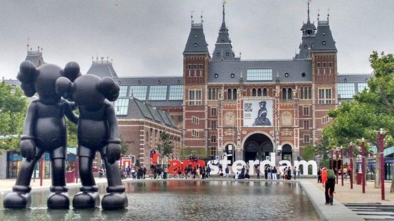 La estación central está en pleno centro de Amsterdam