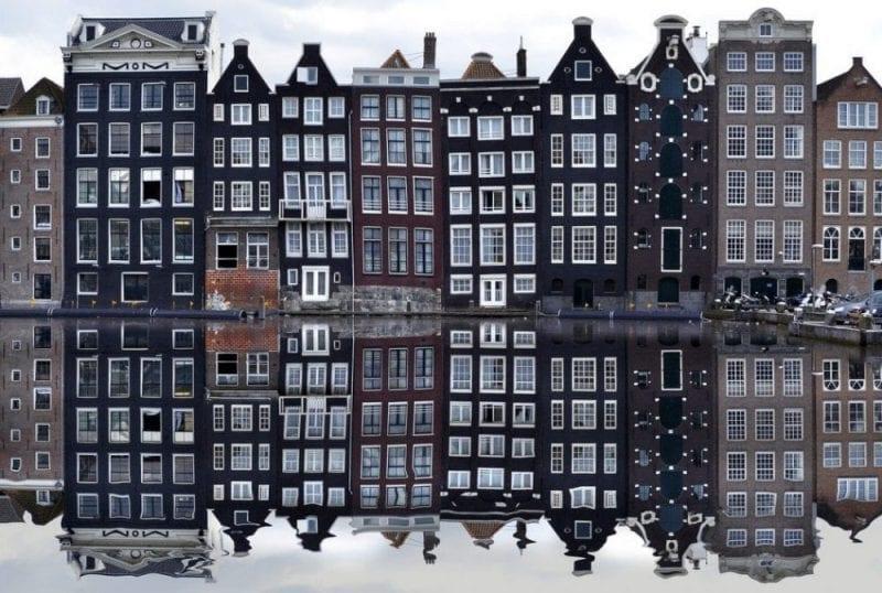 Vista de las fachadas típicas de Amsterdam