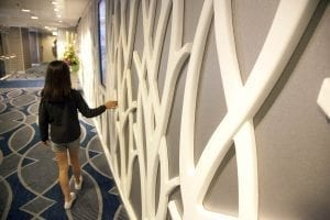 La decoración interior está cuidada la detalle, con obras de arte incluidas