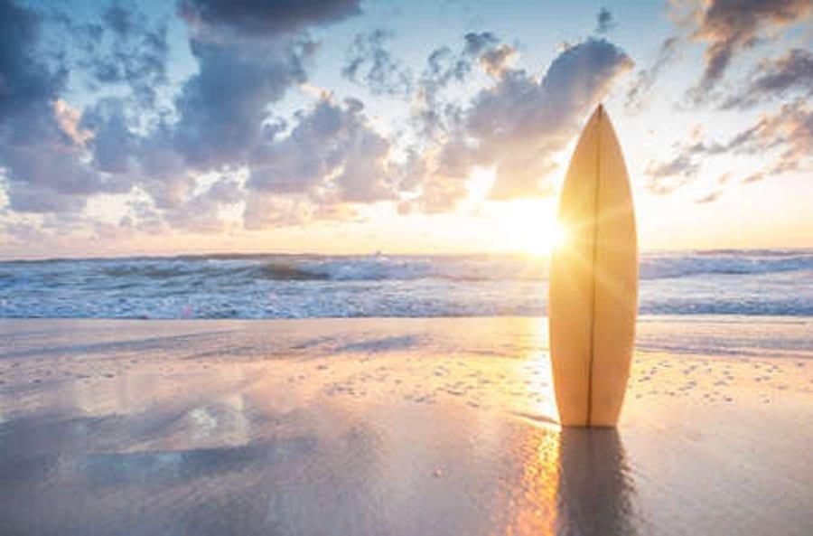 Las clases de surf, actividad muy demandada en verano