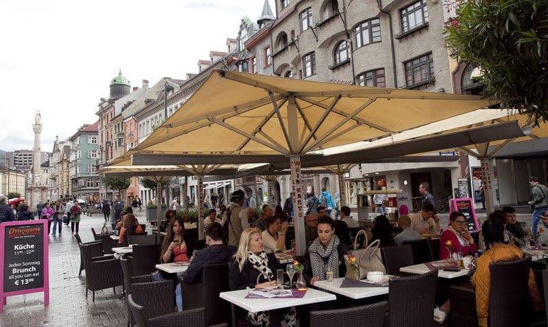 En verano las calles de Innsbruck están siempre animadas