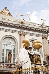 La fachada principal del museo es la original del teatro municipal