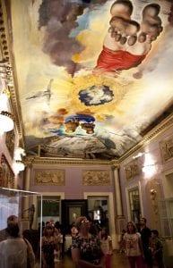 Fresco que representa el ascenso de Gala y Dalí al cielo