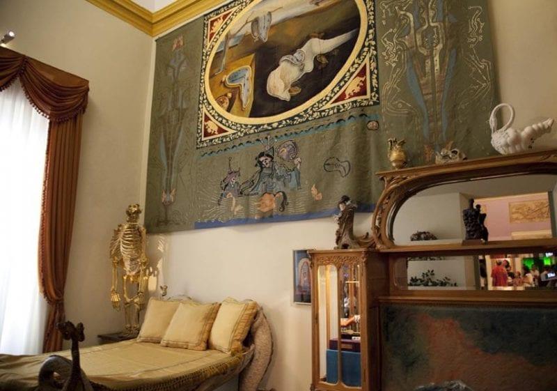 Dormitorio de Dalí en el museo de Figueres
