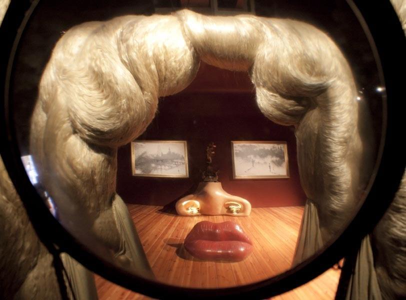 Obra de Dali en al que se aprecia su amor por la decoración y el cine
