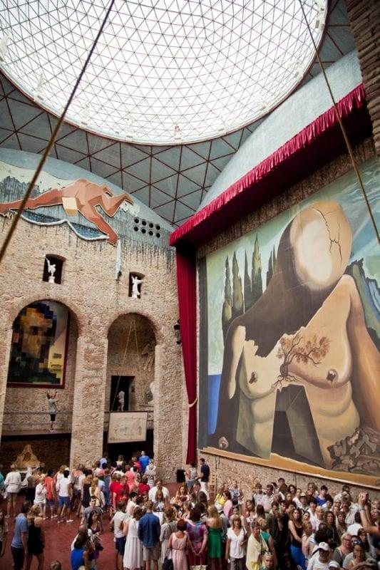 La sala bajo la cúpula está llena de simbolismos