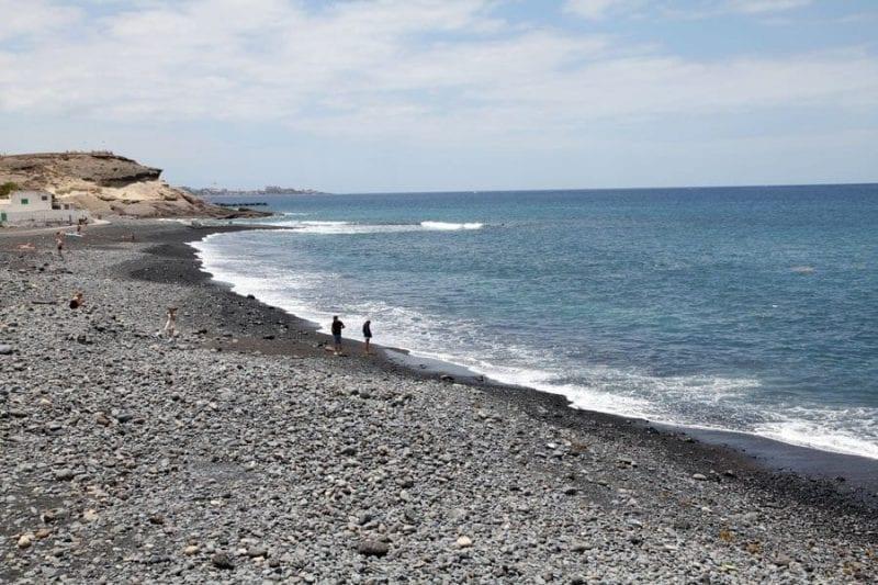 En Tenerife hay muchas playas de arena negra de origen volcánico