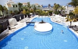 Una de las piscinas del hotel Suite Villa María