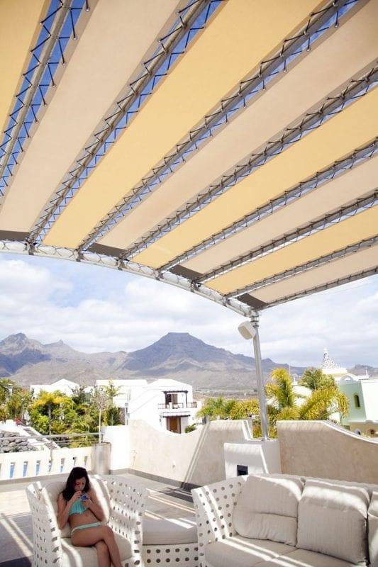 Desde el solarium del Villa María se ve la isla de La Gomera