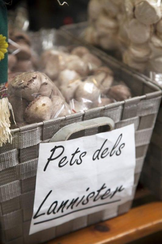 En Girona se venden ya todo tipo de recuerdos asociados a la serie