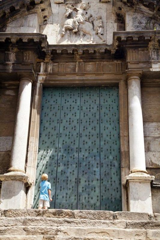 Puerta de la iglesia de San Martí