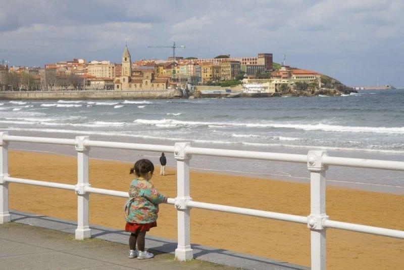 Vista de la playa de San Lorenzo en Gijón