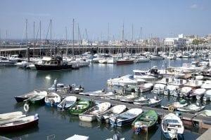 Barcos varios atracados en Puerto Chico