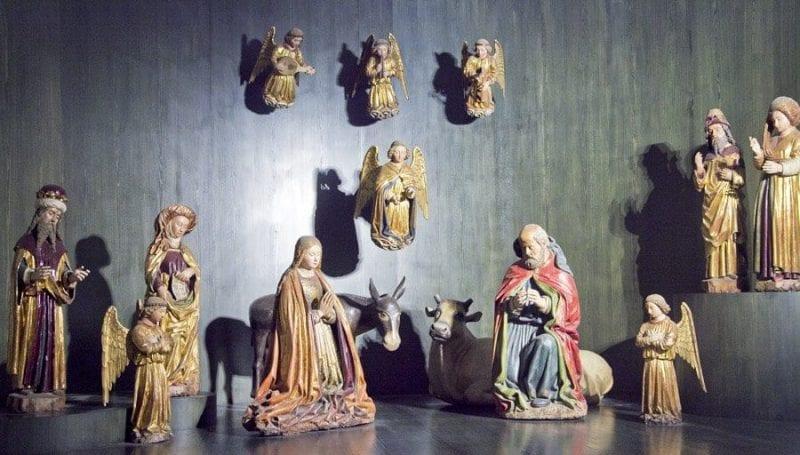 Belen antiguo con figuras de barro que se conserva en la Cartuja de San Martino en Nápoles