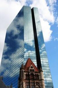 El rascacielos John Hancok Tower y la Trinity Church