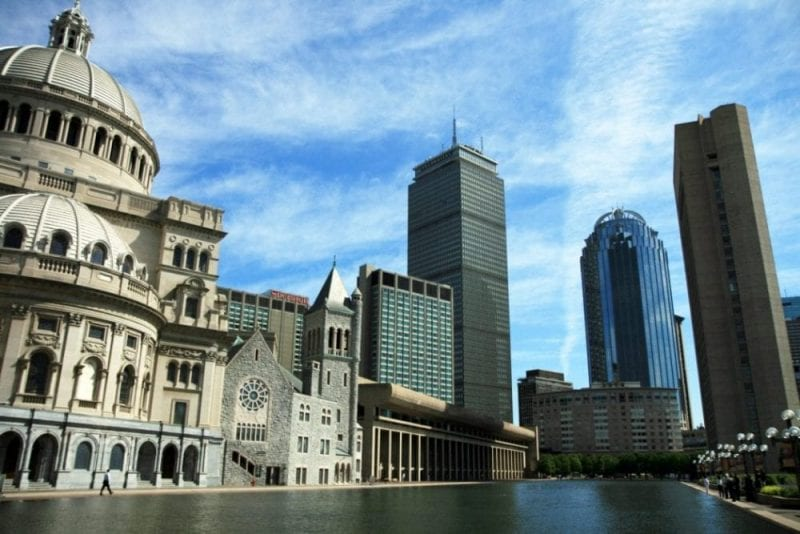 Vistas de Boston desde la Iglesia Científica Cristiana. Muchos turistas visitan el Maparium del templo: estructura de vidrio invertido de nueve metros de diámetro donde se ve como era el mundo en 1935.