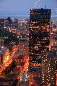 Panorámica nocturna de Boston desde el restaurante de la planta 50 de la torre Prudential.