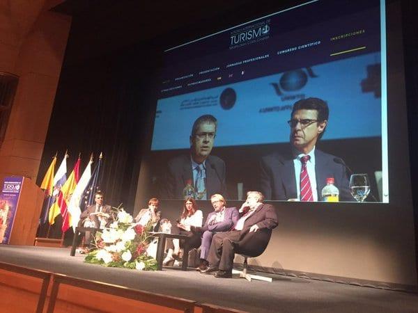 Ponencia dedicada a destinos maduros en la edición del foro Masplomas 2016 con Nani Arenas como moderadora del panel