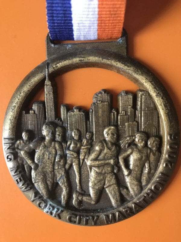 Medalla entregada a los corredores del maratón de Nueva York de 2010